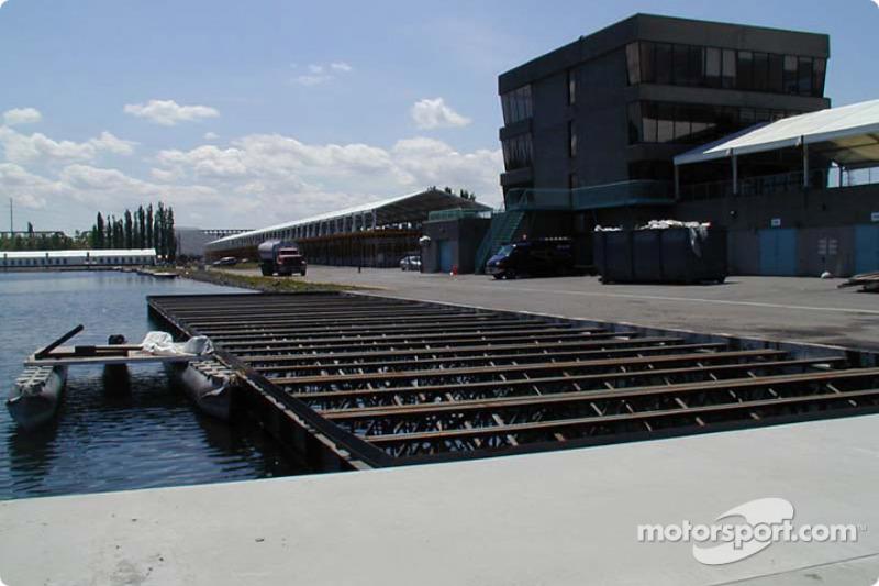 Paddock pontoon