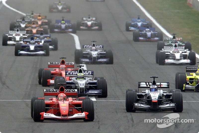 start: Michael Schumacher ve Mika Hakkinen leading way