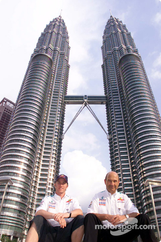 Nick Heidfeld and Peter Sauber in front of the Petronas Towers