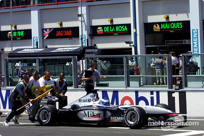 Trouble for Mika Hakkinen on the grid