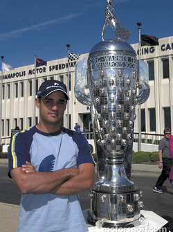 Juan Pablo Montoya et le trophée Borg Warner