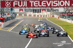 The start: Michael Schumacher, Juan Pablo Montoya and Ralf Schumacher leading the field