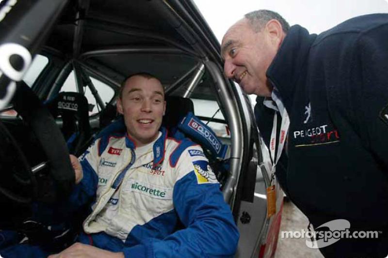 Ричард Бернс со спортивным директором Peugeot Жаном-Пьером Николя