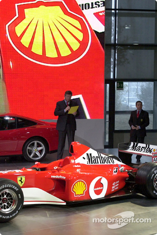 Ross Brawn presenting the new Ferrari F2002