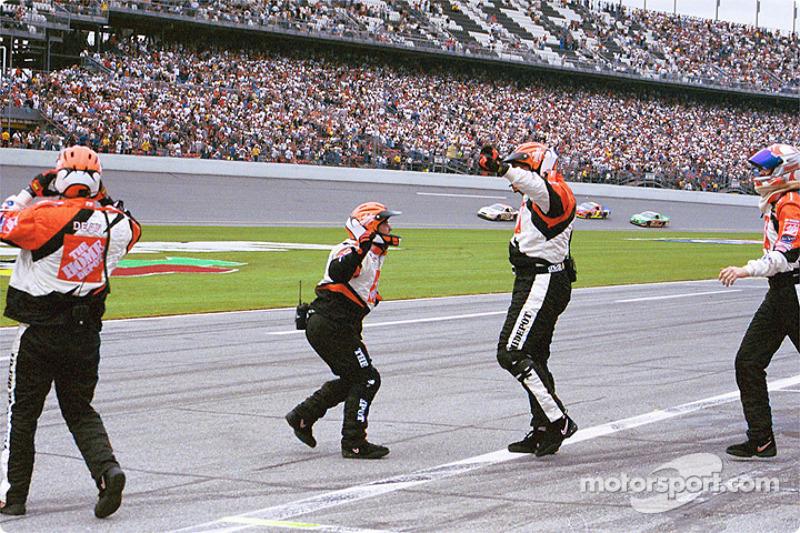 Tony Stewart pitcrew celebrating victory