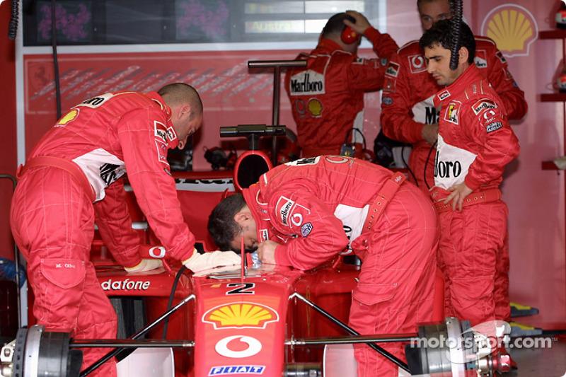 Team Ferrari getting ready for the race