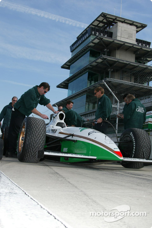 Team Green crew working on the car
