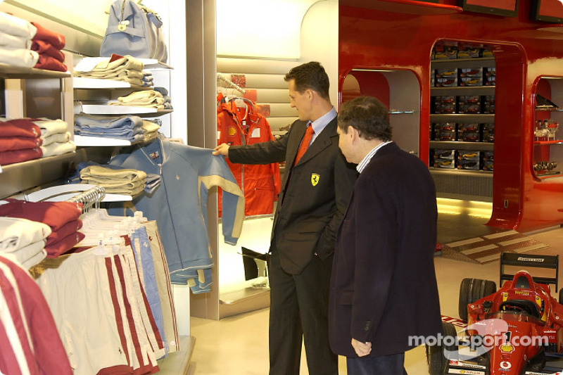 Inauguration d'un Ferrari Store à Maranello : Michael Schumacher et Jean Todt