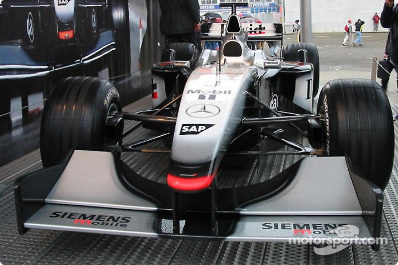 Exposición de McLaren en el paddock