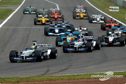 First corner: Ralf Schumacher, Juan Pablo Montoya and the field