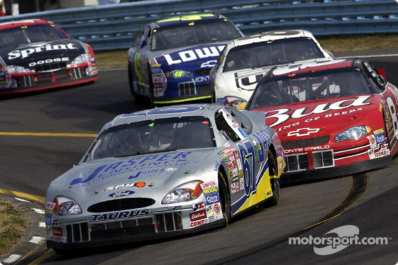 El especialista en circuitos, Boris Said delante de Dale Earnhardt Jr.