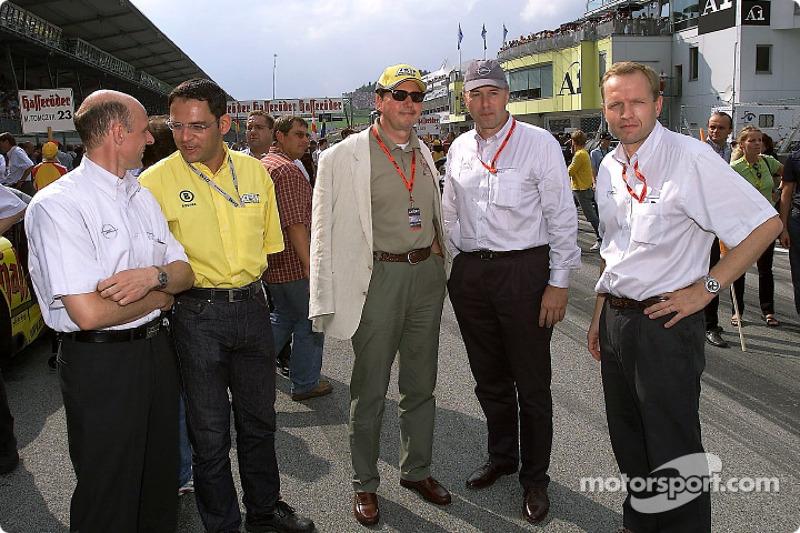 Volker Strycek, Hans-Jürgen Abt, Dr. Franz-Josef Paefgen, Carl-Peter Forster y Alain Uyttenhoven