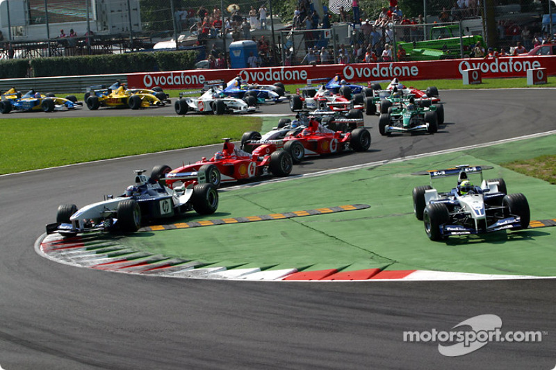 The start: Ralf Schumacher takes the lead in front of Juan Pablo Montoya
