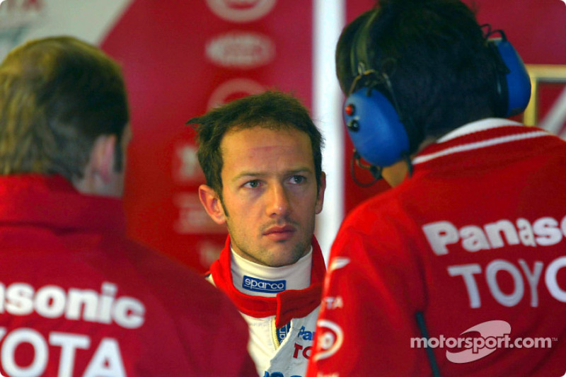 Cristiano da Matta talks to Toyota team members