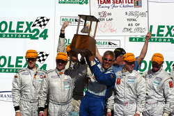 The podium: SRPII second place #15 Team Seattle Essex Racing Nissan Lola: Wade Gaughran, Peter Macleod, David Gaylord, Steven Gorriaran