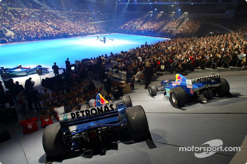 The new Sauber Petronas C22 on stage