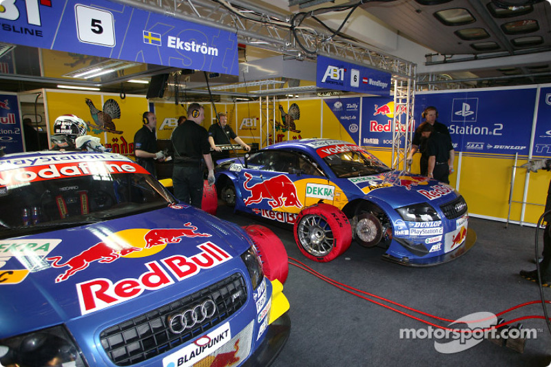 PlayStation 2 Red Bull Abt-Audi garage area