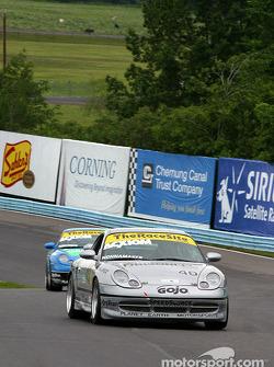 #40 Planet Earth Motorsports Porsche 911: Joe Nonnamaker, Will Nonnamaker, Wayne Nonnamaker