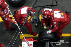Ferrari team members at work during Rubens Barrichello's pitstop
