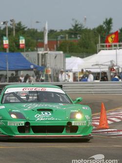 la Ferrari 550 Maranello n°0 du Team Olive Garden pilotée par Emanuele Naspetti, Domenico Schiattarella