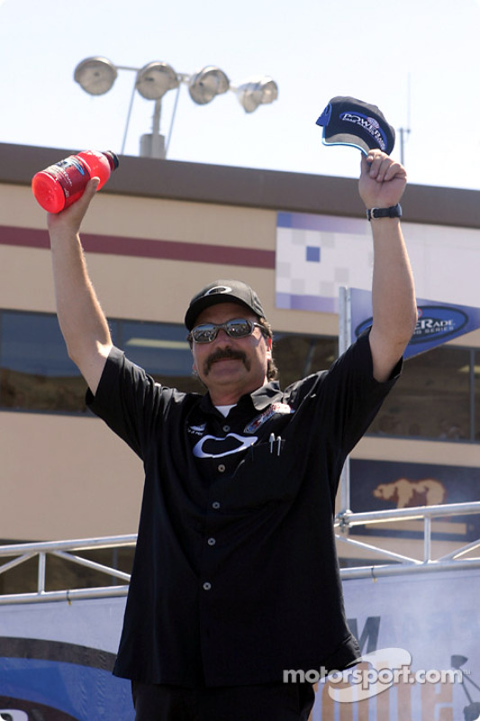le pilote de Funny Car Gary Scelzi