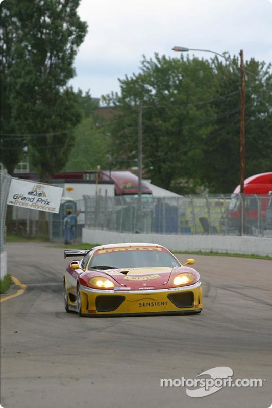 La Ferrari 360 Modena n°28 de l'équipe JMB Racing USA / Team Ferrari pilotée par Stephan Gregoire, Eliseo Salazar