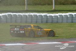 #4 Corvette Racing Chevrolet Corvette C5-R: Oliver Gavin, Kelly Collins in trouble