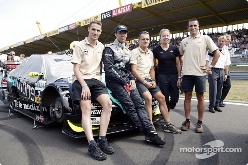 Opel triathlon team visits Manuel Reuter on the starting grid