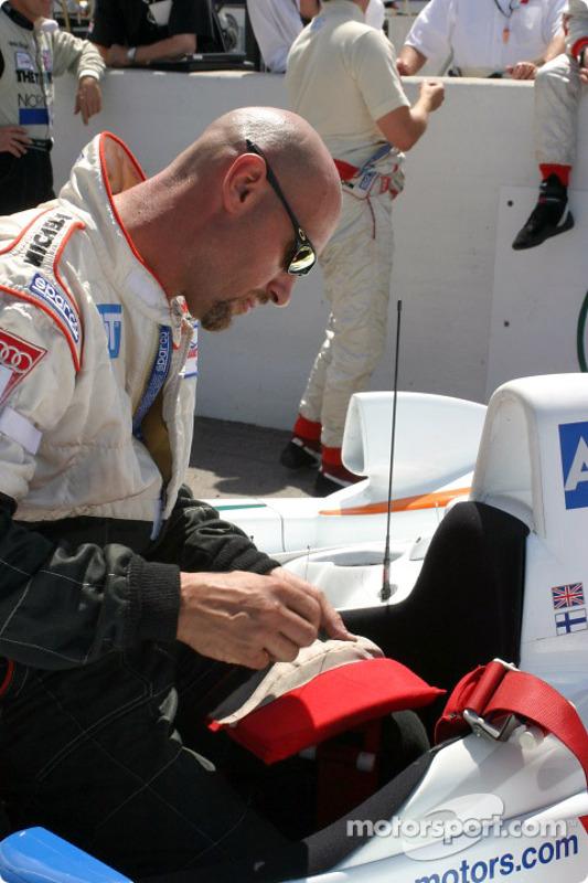 Un membre de l'équipe Champion Racing