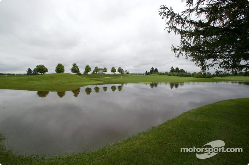 Un Inundado Indianapolis Motor Speedway después de las lluvias récord el fin de semana del día del trabajo