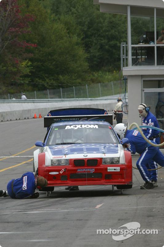 La #69 Marcus Motorsports BMW M3 de Brian Cunningham, Hugh Plumb et Cory Friedman dans les stands