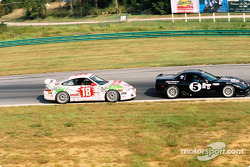 #5 Gilbert Racing Corvette: James McAndrew, Henry Gilbert, et #18 TPC Racing Porsche GT3 Cup: Michael Levitas, Randy Pobst