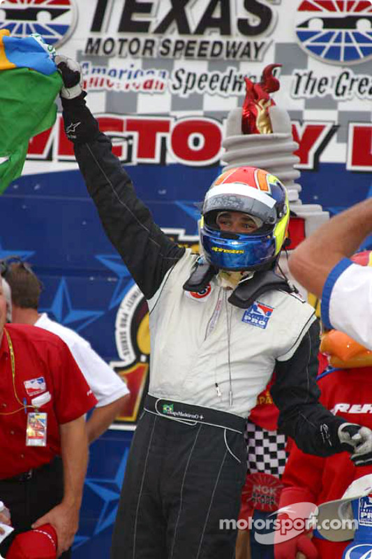 Victory lane: Thiago Medeiros célèbre sa victoire