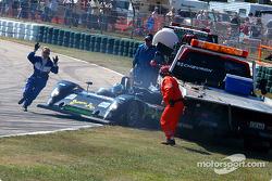 La #30 Intersport Racing Riley & Scott MK III C de Clint Field, Michael Durand et Larry Oberto percute le camion