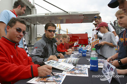 Autograph session: Sascha Maassen and Lucas Luhr