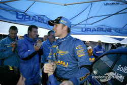 Petter Solberg congratulated by his team at the final service