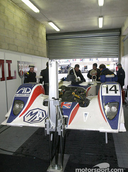 RML team members work on the MG Lola EX 257