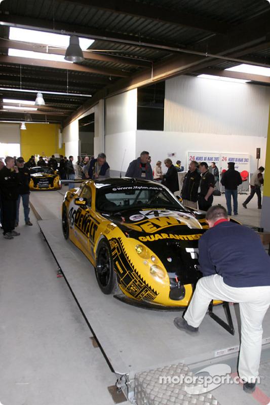 #45 DeWalt-Racesports Salisbury TVR Tuscan