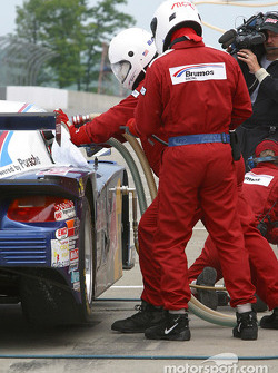 Pitstop for #58 Brumos Racing Porsche Fabcar: David Donohue, Mike Borkowski, Scott Goodyear