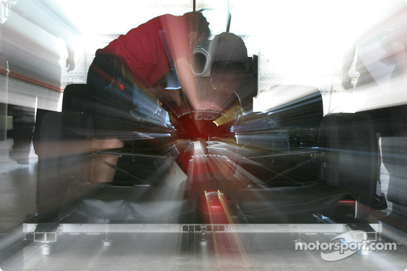 Mo Nunn Racing garage area
