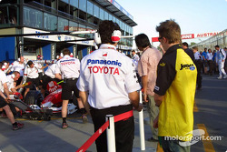 Nick Heidfeld watches Toyota pit practice