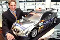 Christijan Albers und der neue AMG-Mercedes CLK DTM 2004