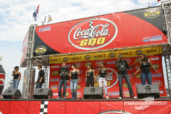 American Idols entertain the fans before the race