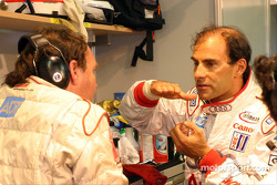 Emanuele Pirro explaining the Audi R8 behavior
