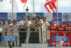 GTS podium: winnaars Olivier Gavin, Oliver Beretta, Jan Magnussen, with Ron Fellows, Johnny O'Connell, Max Papis, en Colin McRae, Rickard Rydell, Darren Turner