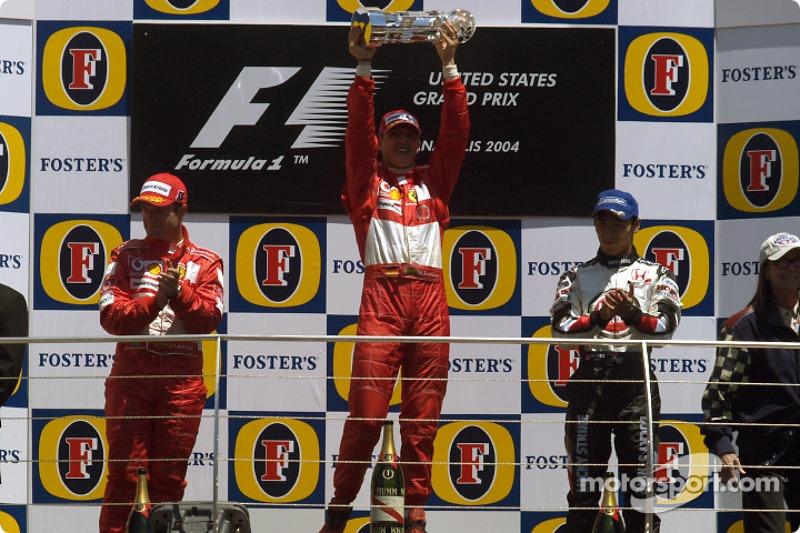 2004 (Індіанаполіс). Подіум: 1. Міхаель Шумахер, Ferrari. 2. Рубенс Баррікелло, Ferrari. 3. Такума Сато, BAR-Honda