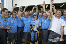 Fernando Alonso celebrates second place finish with his team
