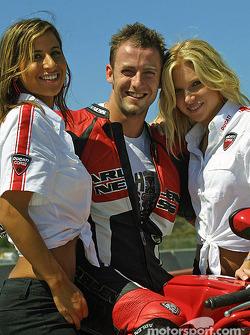 Les Ducati Girls (à nouveau : c'est pas mal d'être pilote non ?)