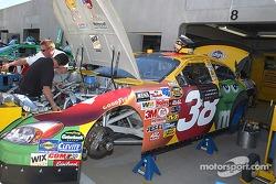 Elliott Sadler's M&M's Ford