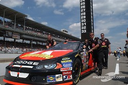 Jamie McMurray's team pushes the #42 to the grid